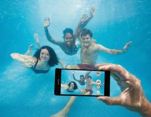 Sony Xperia Z3 Underwater Take It Personel-ly