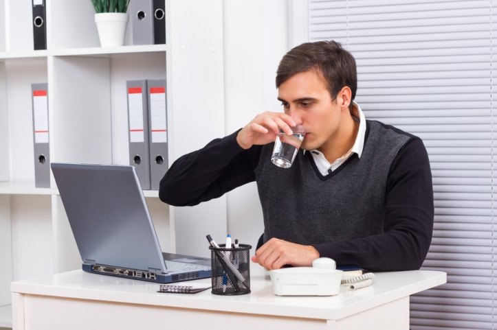 Why Dehydration Matters in the Workplace [#Infographic]