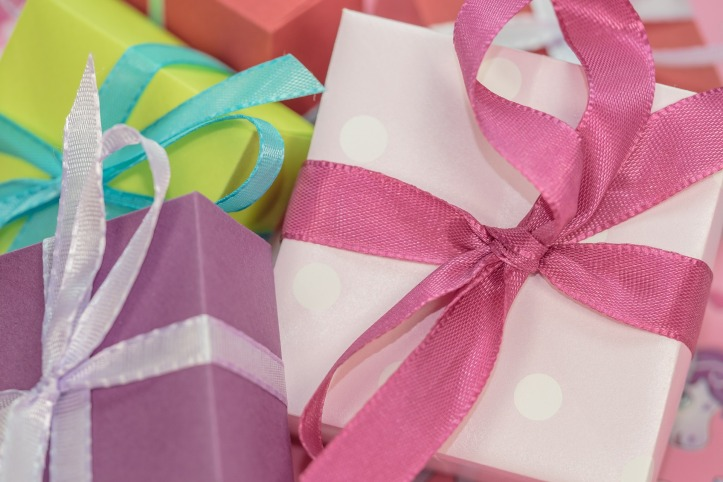 Tips to navigate smoothly through the holiday gift-giving season at your office